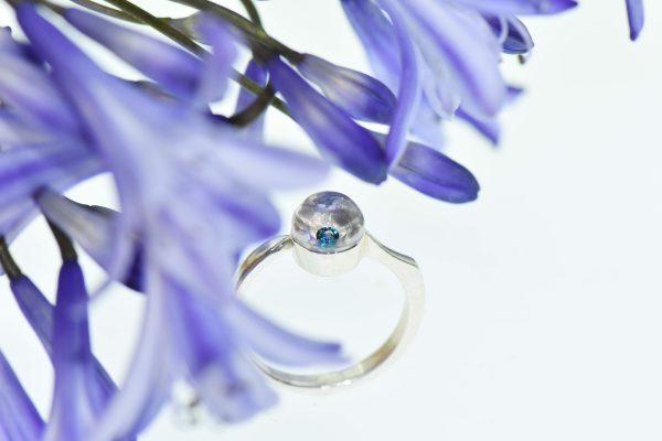 Különleges vagy! eljegyzési gyűrű úszó mozgó gyémanttal és egy buborékkal