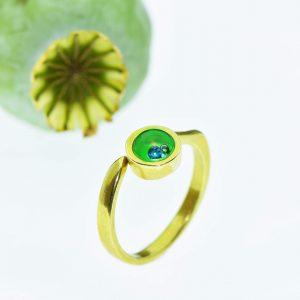 Magyar Zsinagóga élettel teli zöld üvegéből csiszolt eljegyzési gyűrű, táncoló úszó gyémánttal