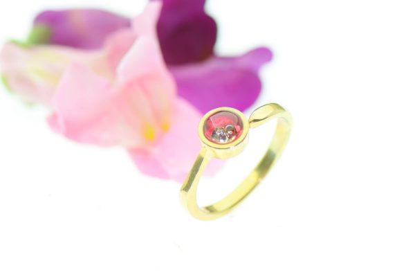 Rózsaszín álmok eljegyzési gyűrű ragyogó gyémánttal