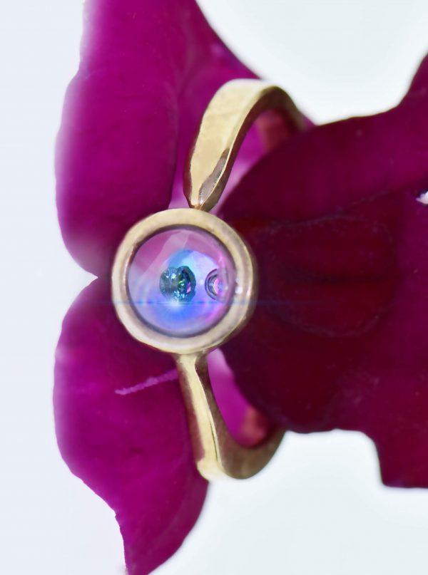 Rózsaszín álom gyűrűje tiszta kék úszó gyémánttal