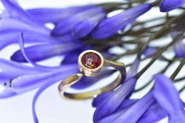 Sugárzó ragyogás szikázó gyémánttal eljegyzési gyűrű