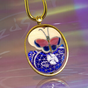 A pillangók szabadsága, foglalatba lebegtetve medál.